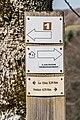 Hiking fingerpost in commune of Vezins-de-Levezou 01.jpg