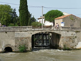 Homps Lock on the Canal du Midi.JPG