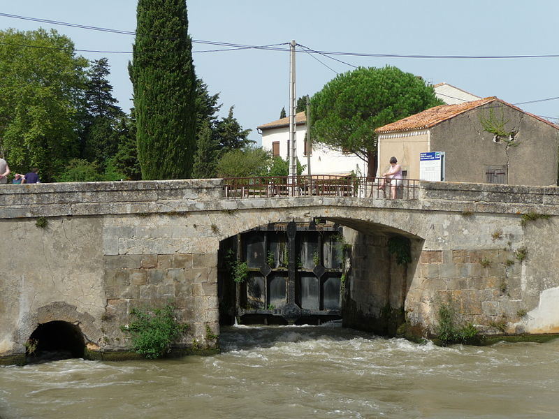 Fitxer:Homps Lock on the Canal du Midi.JPG