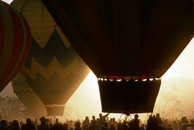 640px-Hot_Air_Balloons_,_Albuquerque_,_Ektachrome_by_Scott_Williams.jpg (640×428)