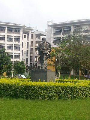 Guangdong Medical University - A statue of ancient Chinese physician Hua Tuo at the Dongguan campus.