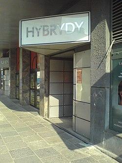Hybrydy club - entrance.jpg