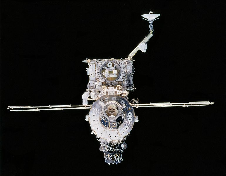 File:ISS Unity and Z1 truss structure from STS-92.jpg