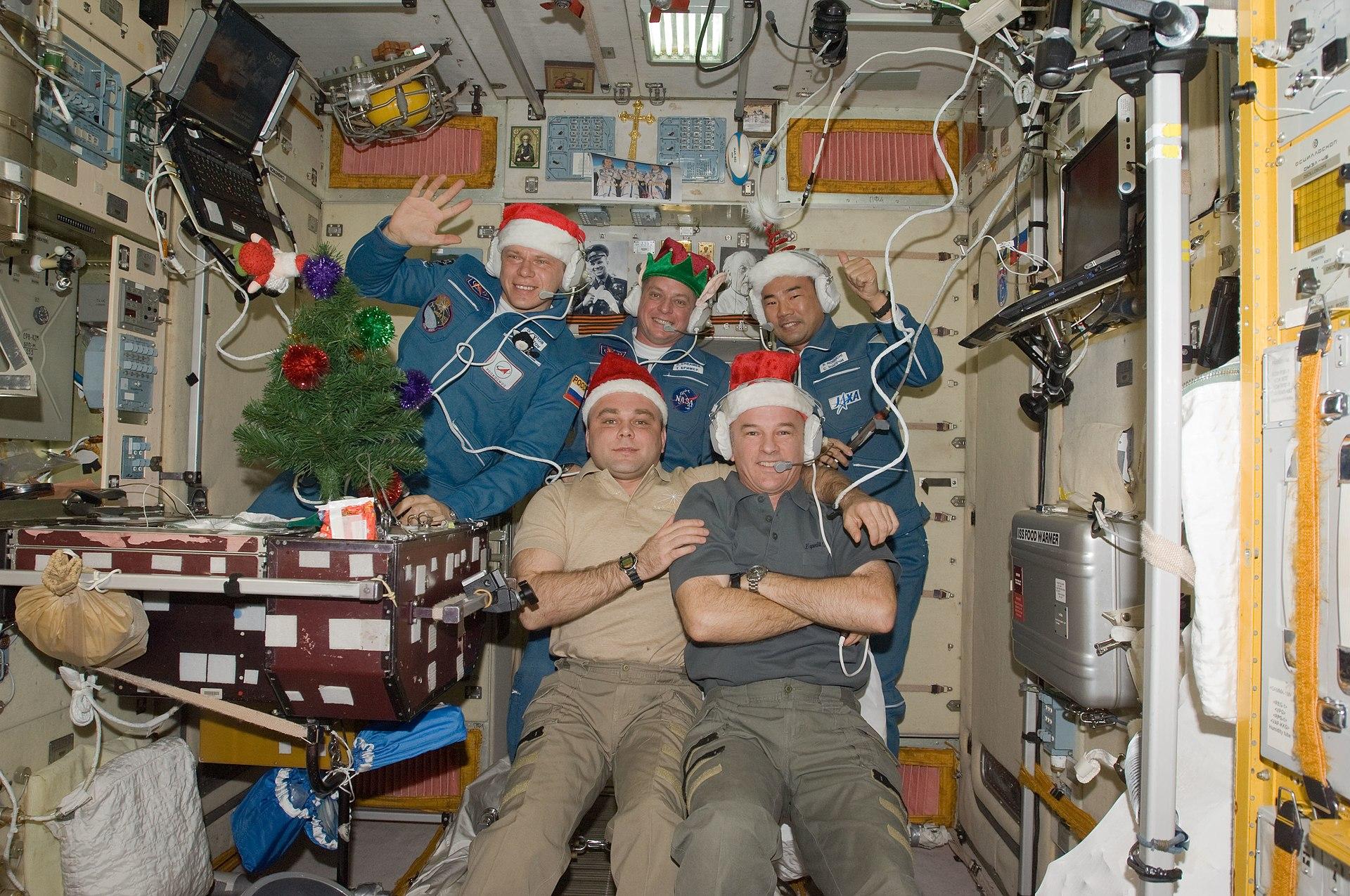 1920px-ISS_christmas_2009.jpg