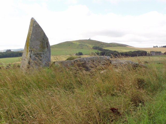 Inschfield Stone Circle with Dunnideer behind - geograph.org.uk - 929294