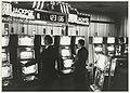 Interieur met fruitautomaten in het casino in Zandvoort. NL-HlmNHA 54015359.JPG