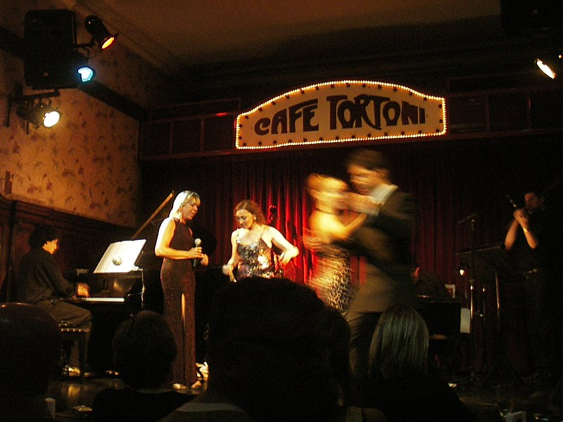 Պատկեր:It takes two for a tango-Cafe Tortoni-Buenos Aires-2006-flickr-com-photos-squeakymarmot-136654563.jpg