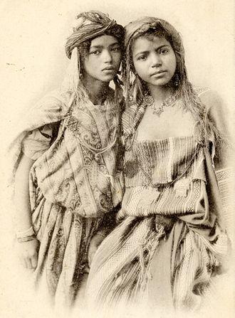 Women in Algeria - Photograph of two Algerian women from Bou Saâda, c. 1906.