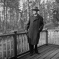 Jean Sibelius Ainolan kuistilla, 1940-1945, (D2005 167 6 88) Suomen valokuvataiteen museo.jpg