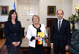 2015 Copa América - Chilean president Michelle Bachelet with Zincha, the 2015 Copa América mascot.