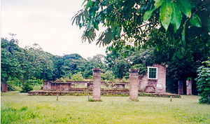 """Jodensavanne - The remains of the Beracha ve Shalom (""""Blessings and Peace"""") synagogue on the Jodensavanne (February 2000)"""