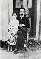 José Martí junto a María Mantilla, Long Island, Nueva York, 1890.jpg
