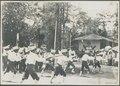 KITLV A24 - Schermoefeningen van jongens van de eerste gouvernementsschool der 2e klasse te Amoerang, ten zuidwesten van Manado, ter gelegenheid van de komst van gouverneur-generaal A.C.D. de Graeff, KITLV 85942.tiff