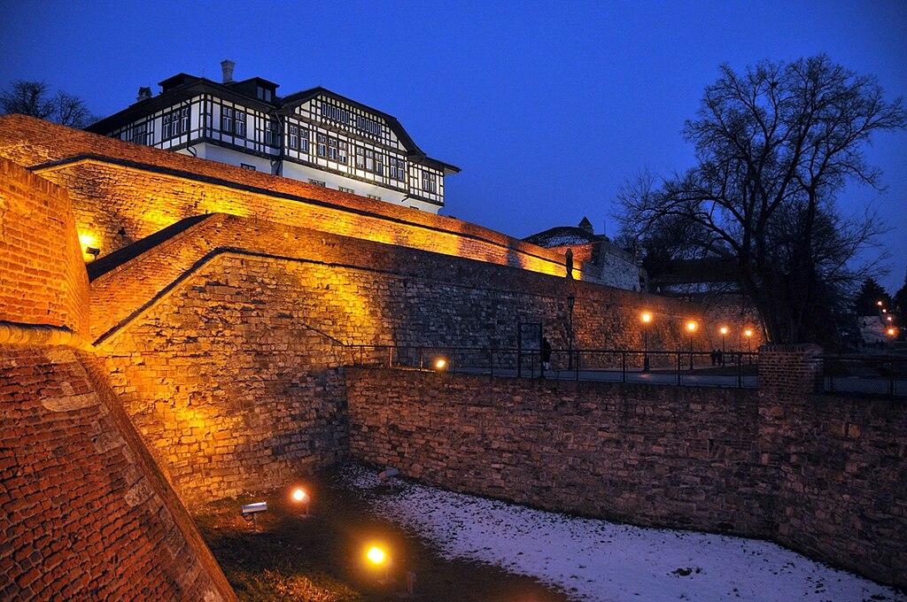 Beograd u slici 1024px-Kalemegdan_by_night