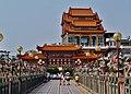 Kaohsiung Lotus Pond Statue des Jade-Kaisers Tor 1.jpg