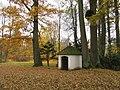 Kaplička ve Velkých Losinách v parku (Q72741631).jpg