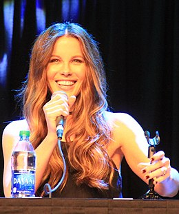 Kate Beckinsale Comicpalooza 2016 (27485222420) (cropped).jpg