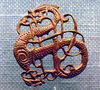 Lindholm Høje - Urnes style brooch in bronze; a silver version was found at Lindholm Høje