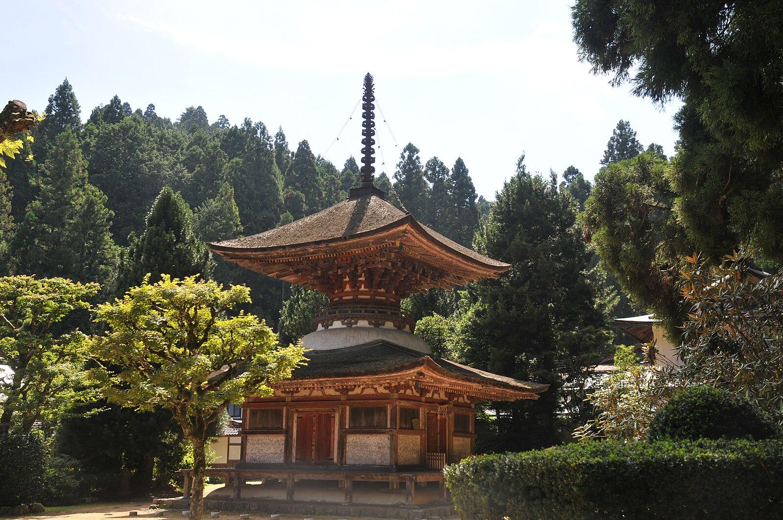 File:Kongosanmaiin Tahoto.JPG