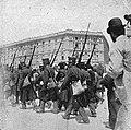 La cultura moderna - Milano 1898. Retate di rivoltosi accompagnati verso il Castello Sforzesco.jpg