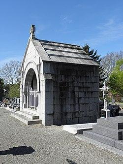 Landéan (35) Chapelle funéraire 01.jpg