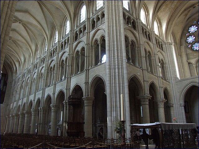 Catedral de laon recursos para las ciencias sociales for Catedral de durham interior