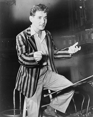 Leonard Bernstein - Bernstein conducting the New York City Symphony (1945)