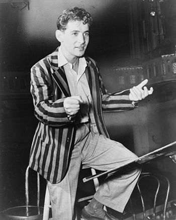 English: Leonard Bernstein, conductor and musi...