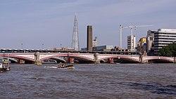London MMB «I8 Blackfriars Bridge.jpg