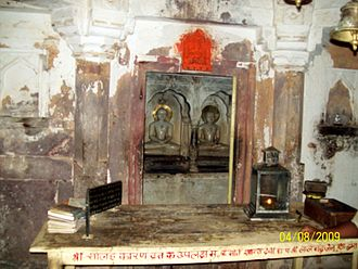 Sambhavanatha - Image: Lord Sumatinath and Laord Sambhavnath at Ranthambore
