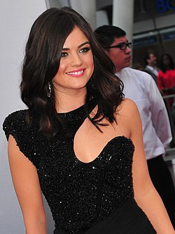 Lucy Hale på People's Choice Awards den 11 januari 2012