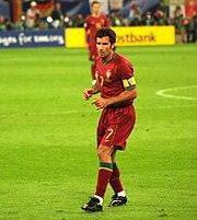 Figo jugando con la selección de Portugal.