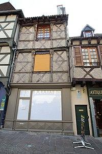 Maison 3 place Saint-Pierre à Montluçon en juillet 2014 - 2.jpg