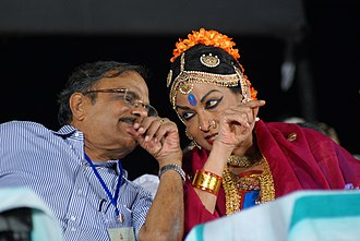 Mallika Sarabhai - Image: Mallika sarabhai with m t vasudevan nair