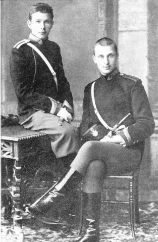 Маннергейм (справа) в Николаевском кавалерийском училище