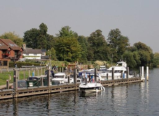 Marina at Shepperton Lock on the Thames - panoramio
