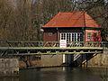 Maschinenhaus mit Walzenwehr-Anlage an der Aller in Celle, Achtung, Lebensgefahr, Wehranlage.jpg