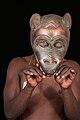 Masque africain porté-romanceor.jpg