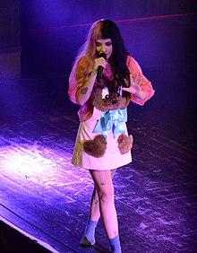 Melanie Martinez in concerto ad Orlando nel 2016.