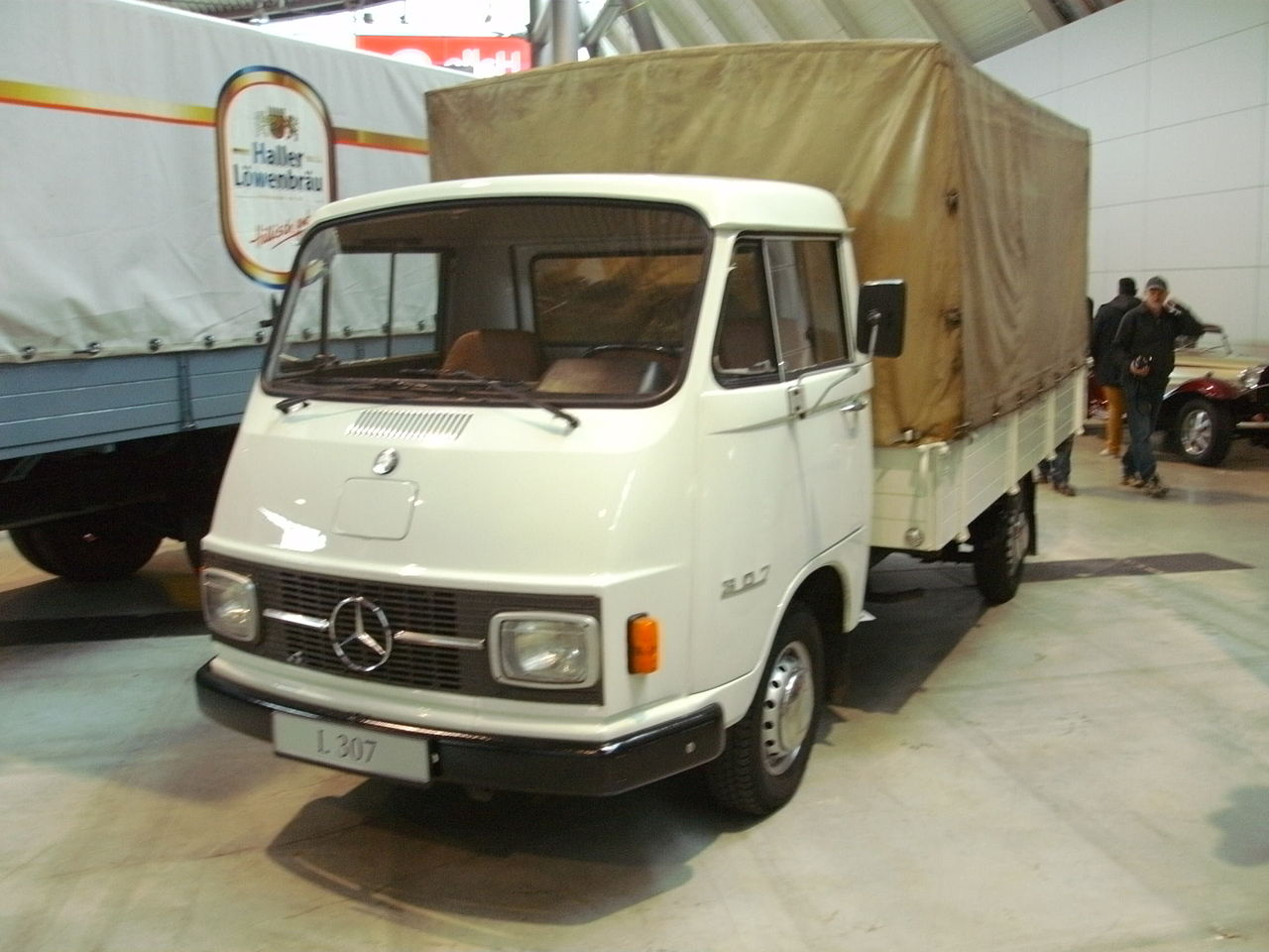 File mercedes benz l307 70 ps jpg wikimedia commons for Mercedes benz service charges
