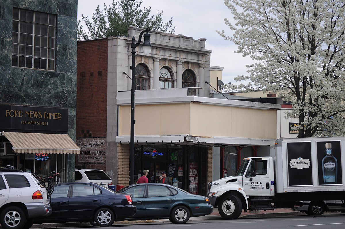 Middletown, CT - former Capitol Theatre 02.jpg