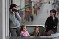 Mieszkańcy Chełmży w oczekiwaniu na przyjazd Donalda Tuska (6165752302).jpg