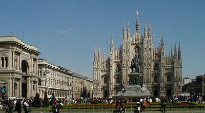 Piazza del Duomo. La facciata fu fatta costruire da Napoleone, che qui venne incoronato