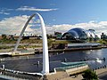 Millennium bridge and Sage concert hall. - geograph.org.uk - 496580.jpg