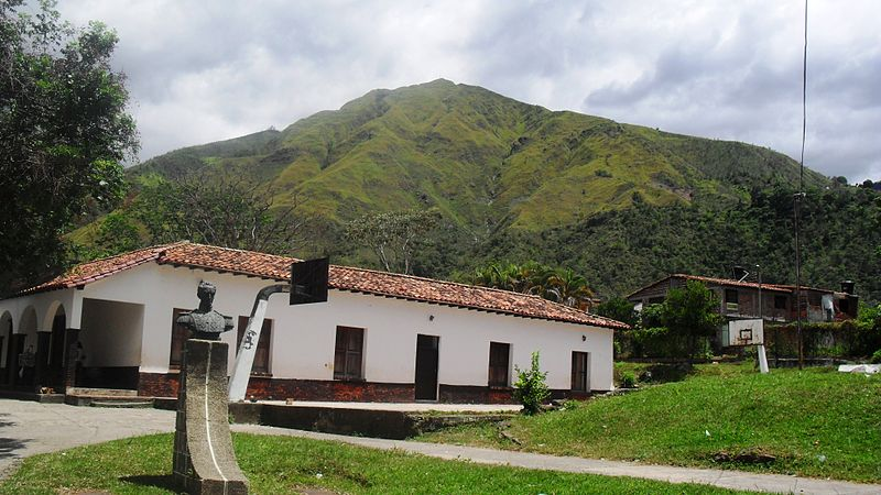 File:Montaña en Salazar de las Palmas.JPG