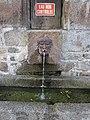 Mortain - Fontaine située sous le parvis.JPG