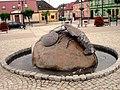 Moryn - Krebs-Brunnen auf dem Rathausplatz - panoramio.jpg