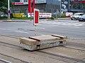 Motol, dočasné tramvajové obratiště, zarážedlo z panelů.jpg