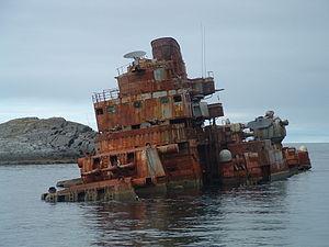 Soviet cruiser Murmansk (1955) - The stranded Murmansk before being dismantled