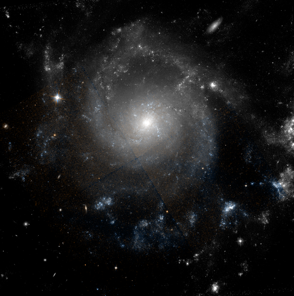 Datei:NGC 2805 hst 08599 10829 R814GB606.png